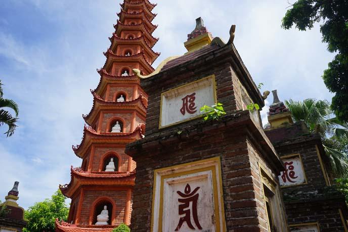 hanoi park, pagoda temple on island