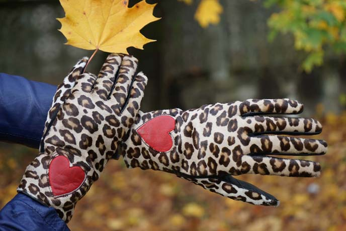 moshino leopard print heart gloves