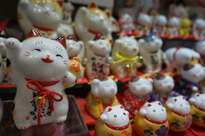 fortune cat statues, both paws raised
