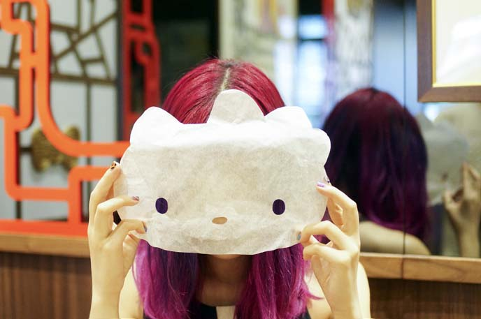 hello kitty mask, theme restaurant