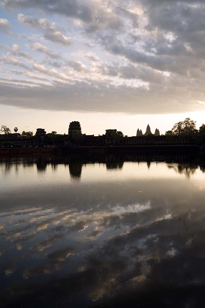 reflecting pool pond angkor wat