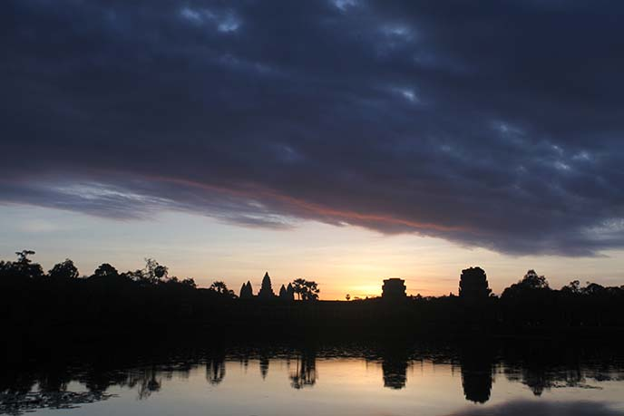 angkor wat sunrise sky water