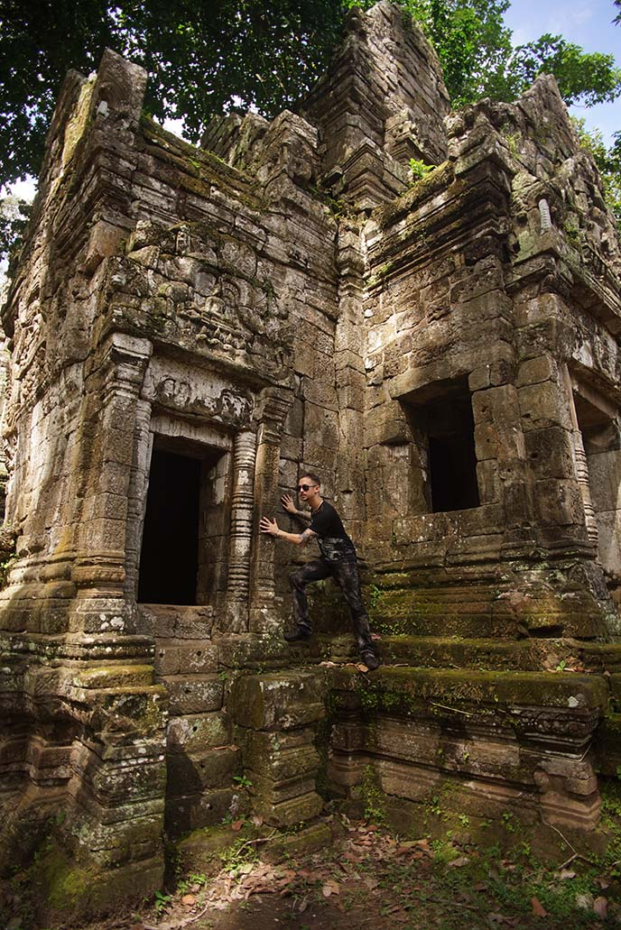 exploring angkor wat bayon