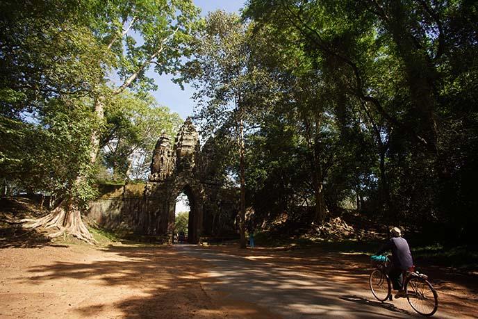 angkor wat buddha gates
