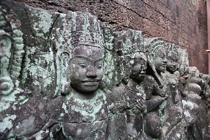 siem reap hindu gods statues
