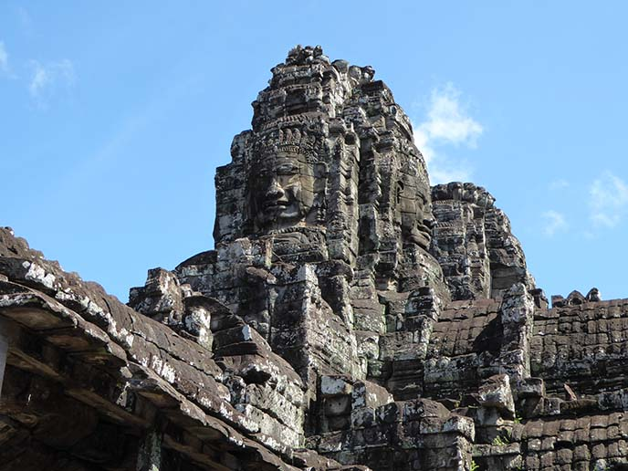 bayon buddha faces carved statues