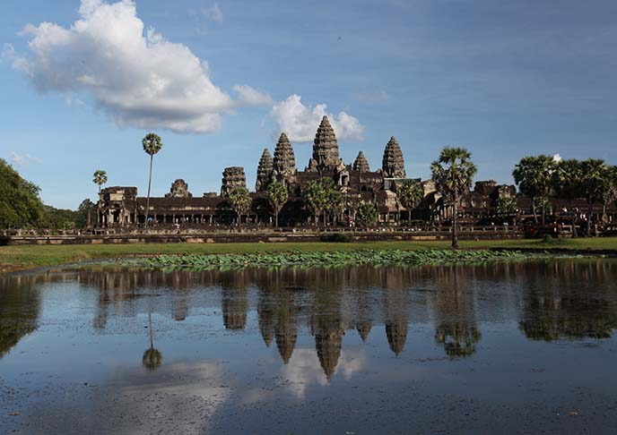 reflecting pond angkor temple