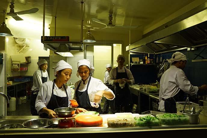 cuisine wat damnak kitchen, chef