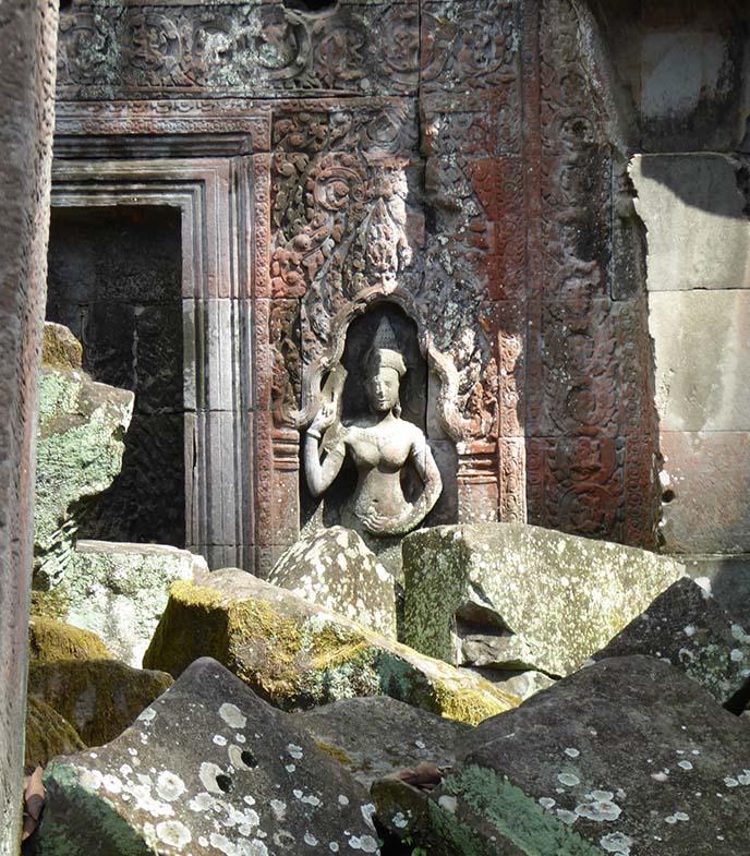 bayon temple buddhas