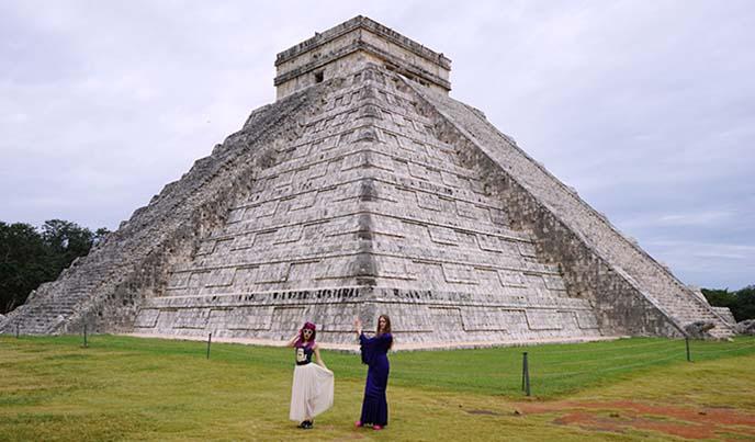 chichen itza tourists, tours