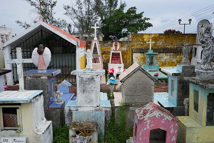 colorful graves mexico city