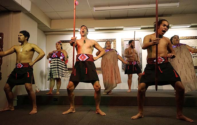 male maori dancers haka