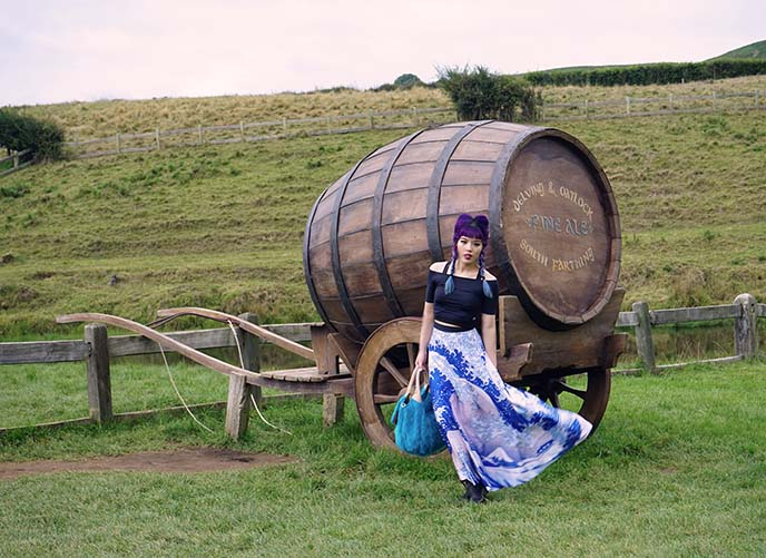 hobbit barrel, carriage
