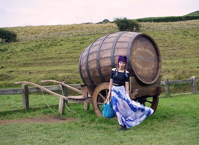 hobbit barrel, carriage