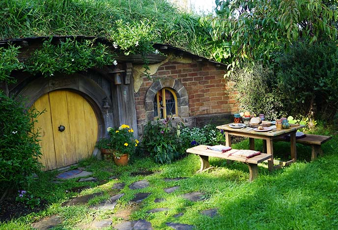 hobbit play houses, homes