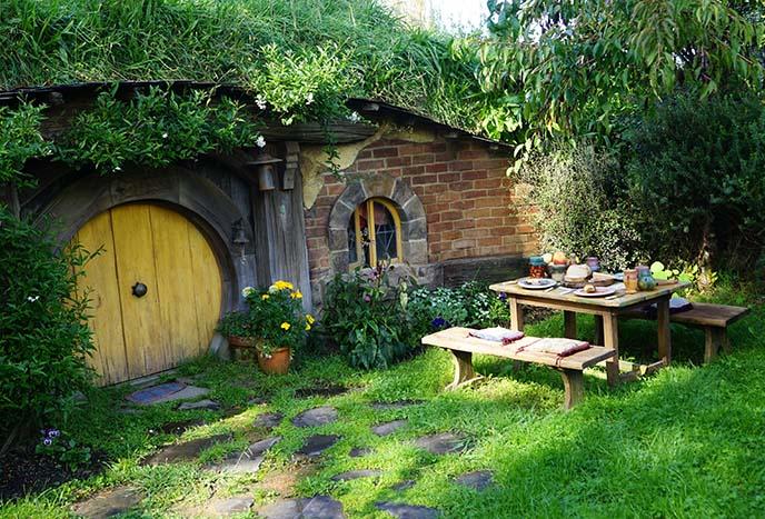 hobbit play houses, homes