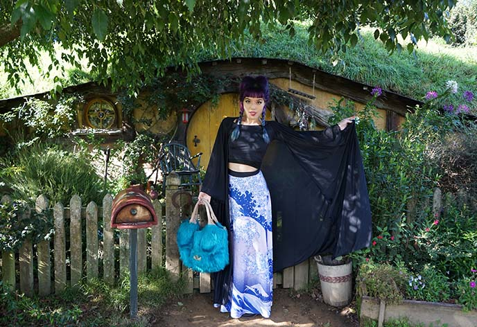 travel blogger hobbiton girl