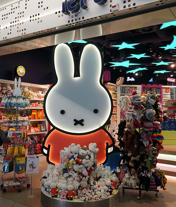miffy amsterdam airport souvenir shop