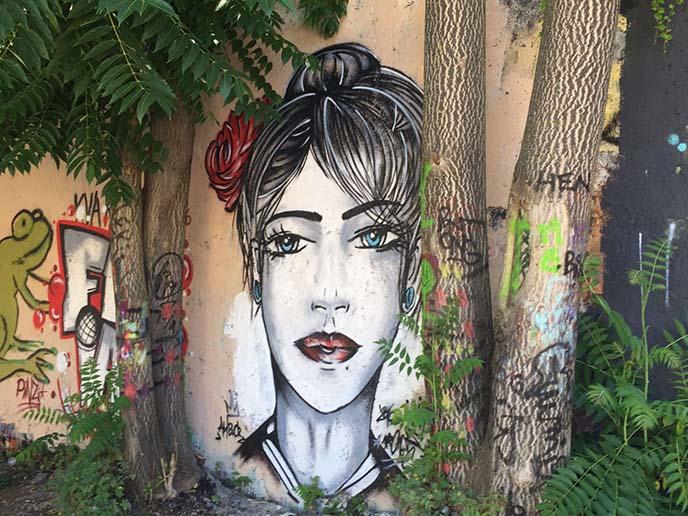 girl mural metel kova