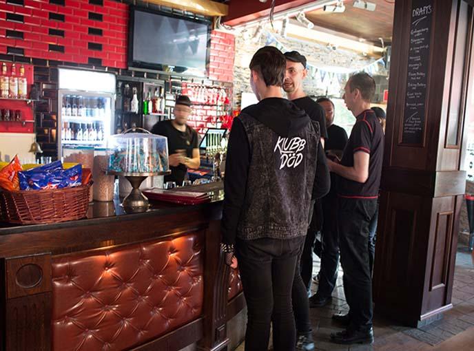 klubb dod, synth after work stockholm bar