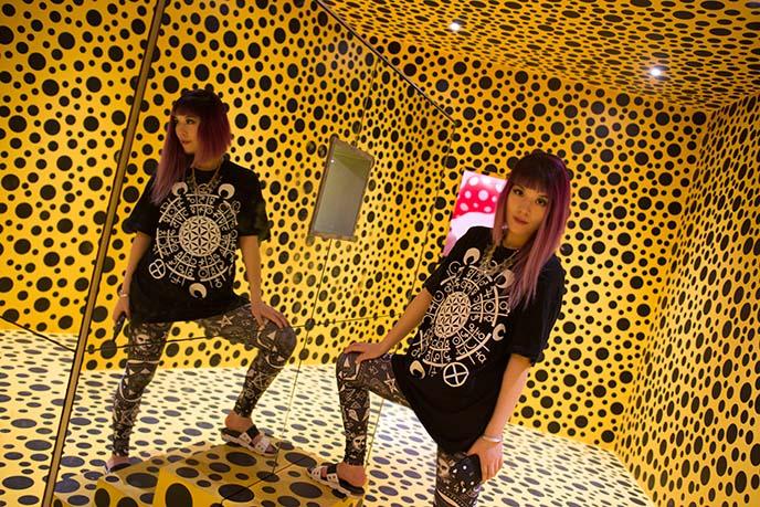 infinity room mirrors, dots