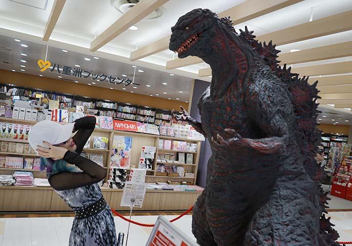 tokyo shin godzilla statue
