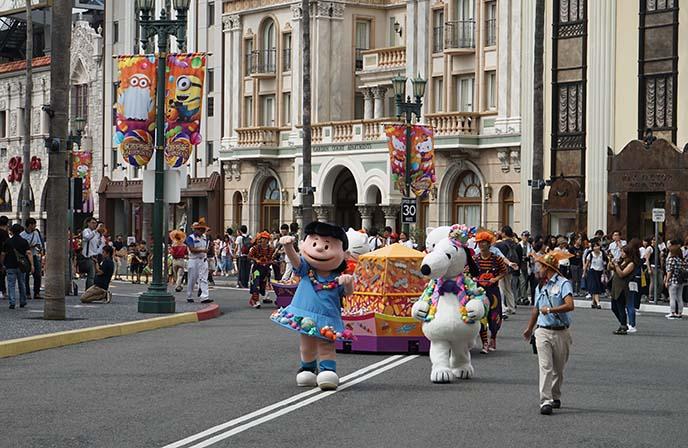 snoopy mascots, universal studios parade