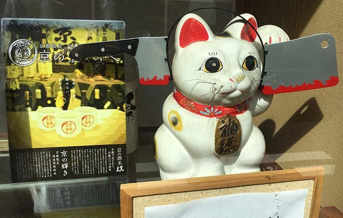 kyoto maneki neko cat statue