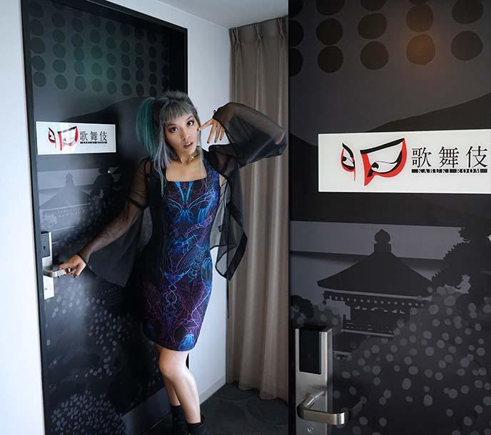 kabuki theme hotel room design