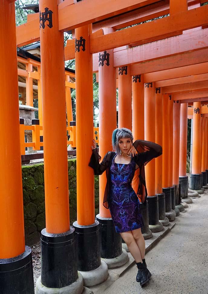 kyoto fushimi inari gates, fashion travel blogger girl