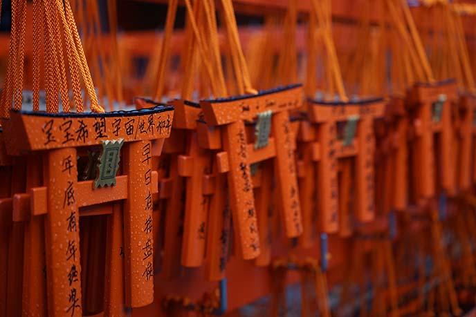 red gates japanese shrine kyoto