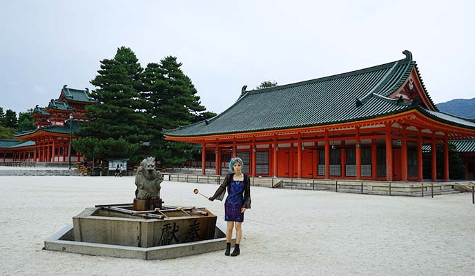平安神宮 heian shrine courtyard
