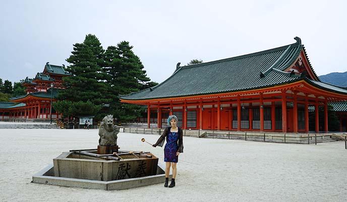 平安神宮 heian shrine courtyard