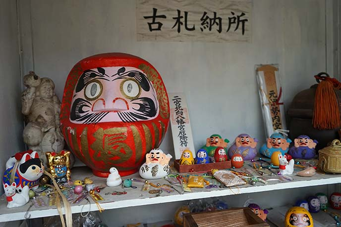 daruma shrine, kawaii altar