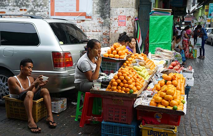 myanmar bazaar night markets