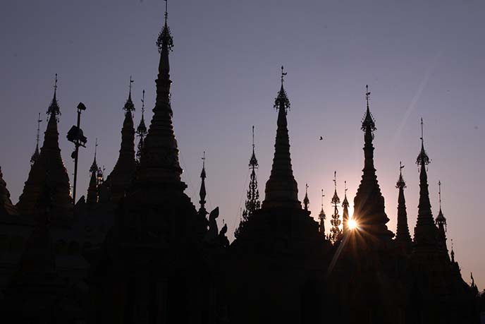Shwedagon pagodas silhouette