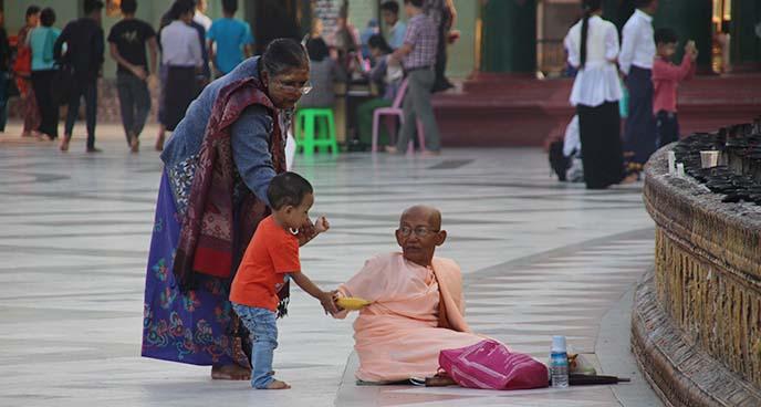 indian beggar donation