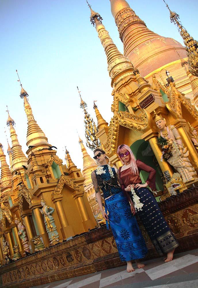 Shwedagon buddhist temples pagodas