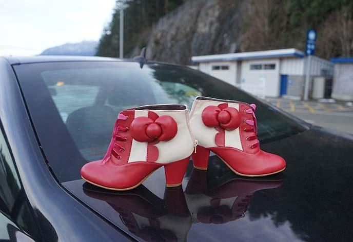 hello kitty shoes, yru boots