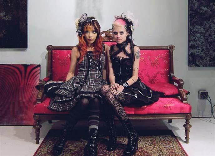 twin gothic lolita girls