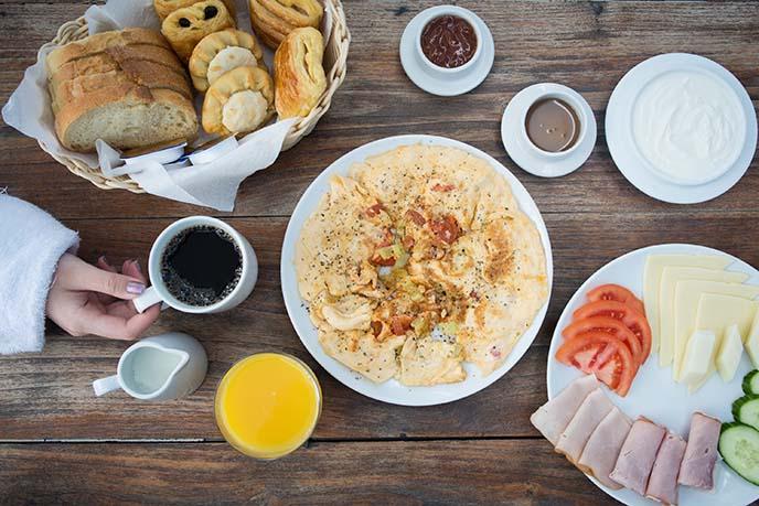 ikastikies suites breakfast greece