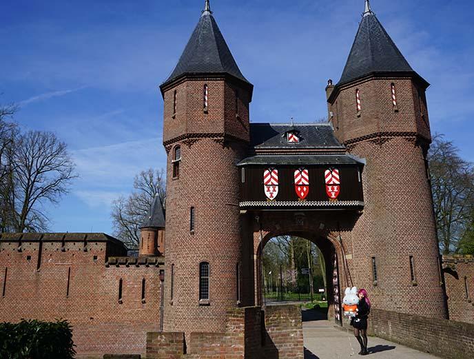 kasteel de haar moat bridge