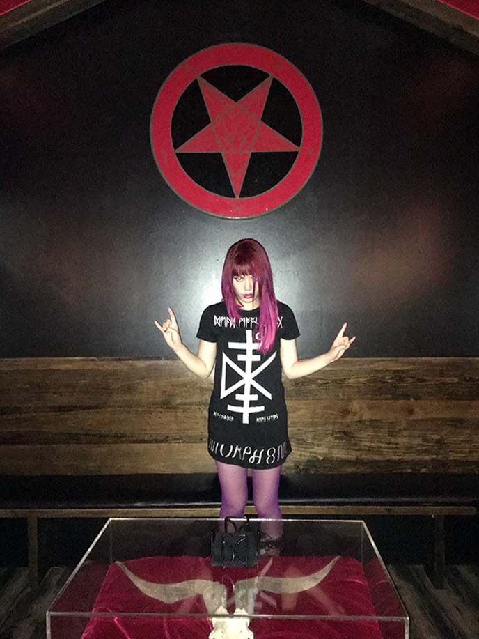 pentagram satanic temple room altar