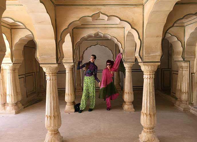 arches pillars inside amer fort