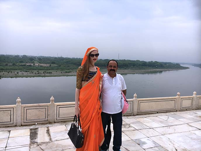 women dress code taj mahal