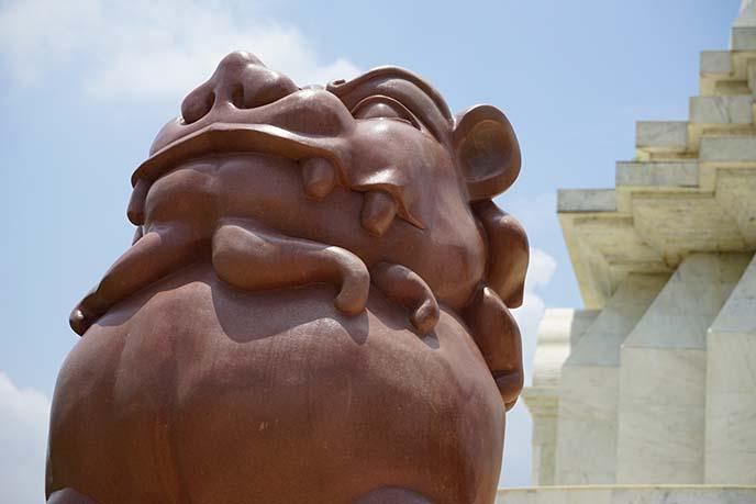 buddhist lion statue varanasi