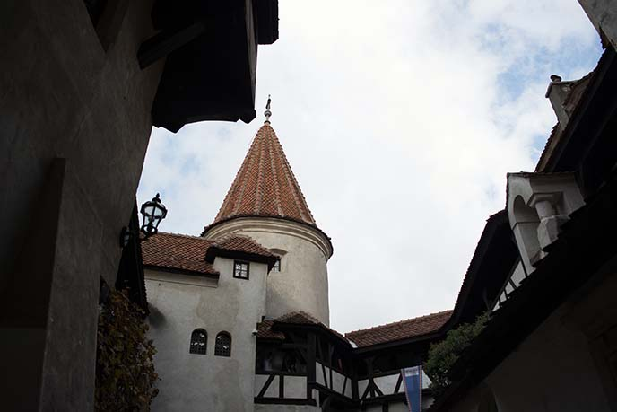 courtyard bran castle restairant