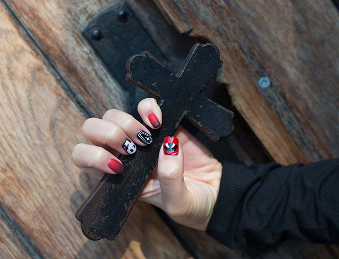 vampire fangs coffin gel nails designs