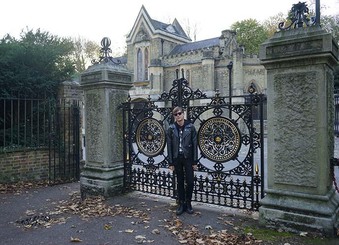 highgate cemetery entrance