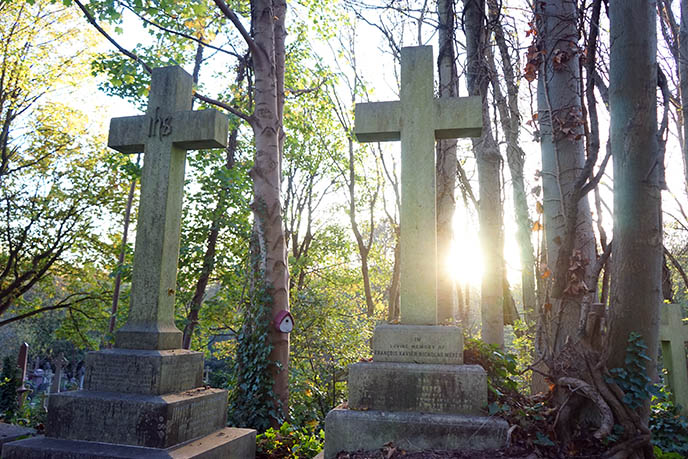 spooky halloween cemetery london